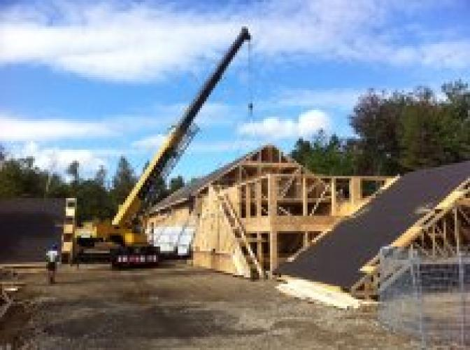 Roof trusses for barn-style warehouse